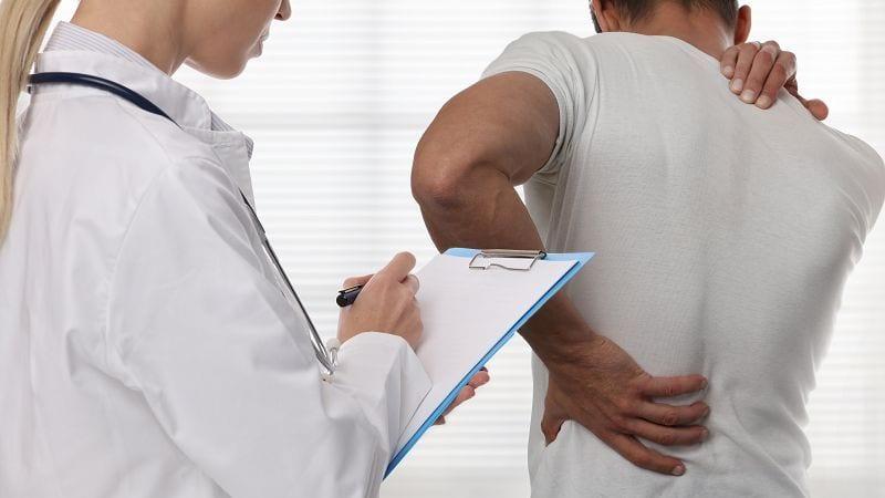 90% der Rückenschmerzen werden als unspezifisch eingestuft, weil sie keiner Ursachen zugeordnet werden können.