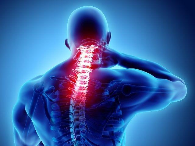 Wenn die Brustmuskulatur deutlich stärker ausgeprägt ist als die Rückenmuskulatur wird dieser nach vorne gezogen.