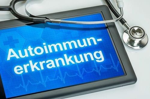 Morbus Bechterew gehört zu den Autoimmunerkrankungen. Das HLA-B27 Antigen ist ein Proteinkomplex, das die Wahrscheinlichkeit an Morbus Bechterew zu erkranken um das 90-fache erhöht.