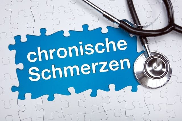 Von einer Chronifizierung spricht man dann, wenn der Krankheitsverlauf sich langsam und zu einer lang andauernden Erkrankung entwickelt.