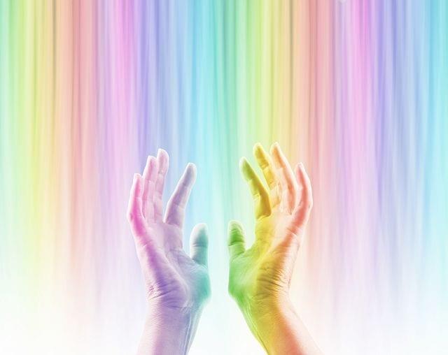 Eine Heliotherapie (Beispiel) wird an der frischen Luft oder bei künstlicher Licht-Strahlung (zum Beispiel mit einer UV- oder Weißlicht-Lampe) unbekleidet oder in Badekleidung durchgeführt. Das Therapieziel ist die Zunahme der Vitamin D3-Synthese und somit die Aufnahme zu verbessern,