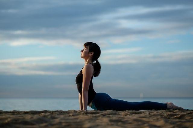 Übungen, die Du auch zu Hause ausführen kannst sind wichtig um die Beweglichkeit der Wirbelsäule aufrecht zu erhalten und die Bildung von Knochenspangen zu vermeiden.