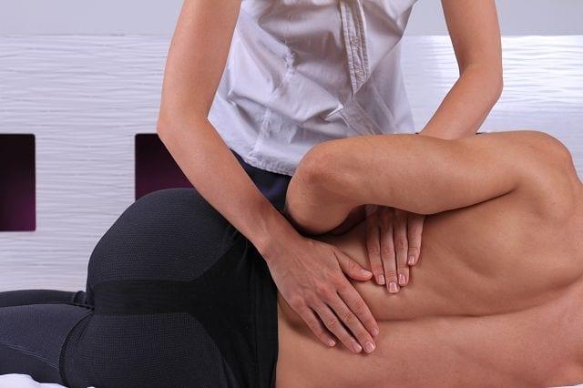 Die manuelle Therapie verfolgt das Ziel Gelenke sanft und langsam wieder zu mobilisieren. Speziell Befunde wie Arthrose, verminderte Gelenkbeweglichkeit, Gelenkblockaden und Unbeweglichkeiten nach Gelenkentzündungen können durch eine manuelle Therapie behandelt werden.