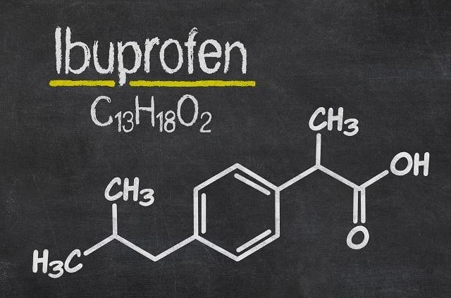 Ibuprofen wirkt schmerzstillend und entzündungshemmend. Es wird unter anderem bei akuten oder chronischen Gelenkentzündungen eingesetzt.