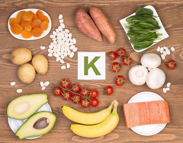 Kalium gehört zu der Gruppe der Elektrolyte und ist ein positiv geladenes Ion. Es ist ein wichtiger Bestandteil jeder Körperzelle die es benötigen um überhaupt funktionieren zu können.
