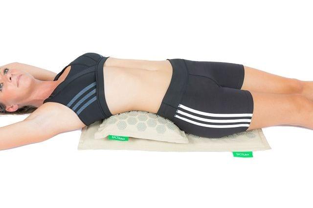 Gerade der Lendenwirbelbereich ist starken Belastungen ausgesetzt und neigt zu einer überlasteten Muskulatur. Außerdem befindet sich dort die große Rückenfaszie, die in den letzten Jahren immer mehr für Rückenschmerzen verantwortlich gemacht wird.