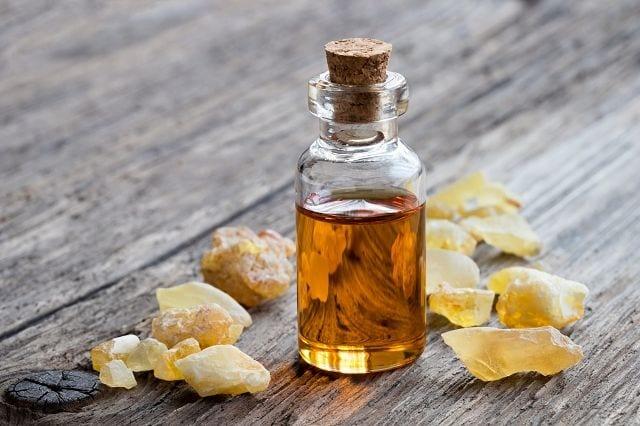 Weihrauch ist nicht nur in der Kirche beliebt. Das Öl wird gerne in der Kosmetik- und Parfümindustrie verwendet.