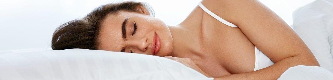 Schlafkissen gibt es in verschiedenen Formen, Größen und mit unterschiedlichsten Füllungen.
