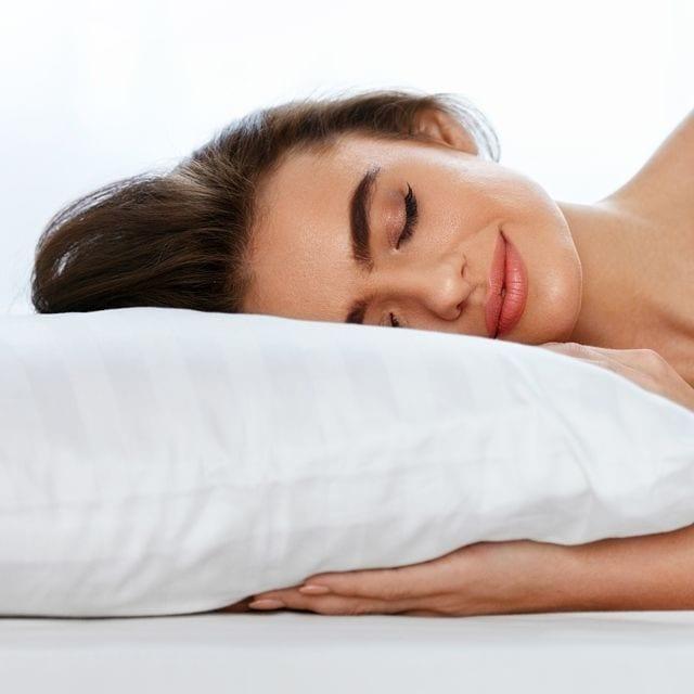 Zu einem erholsamen Schlaf gehört auch ein entspanntes Einschlafen dazu.