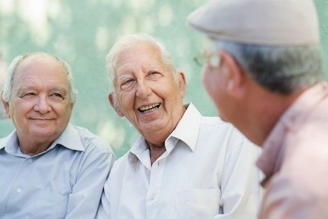 Soziale Kontakte im Alter sind sehr wichtig und tragen aktiv zur Gesundheit bei.
