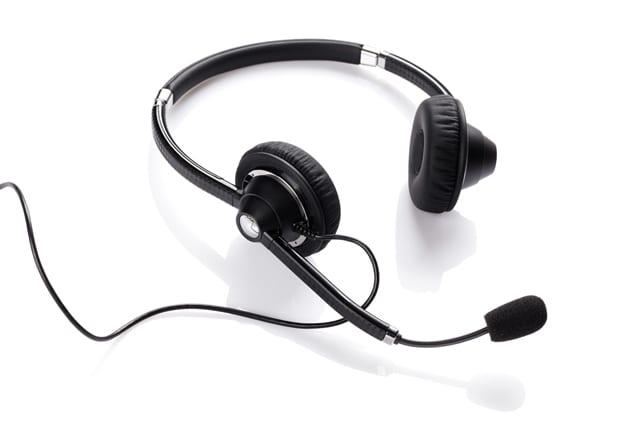 Telefonieren belastet die Muskulatur der Schulter und des Armes einseitig. Somit können Verspannungen entstehen. Ein Headset kann dem vorbeugen.