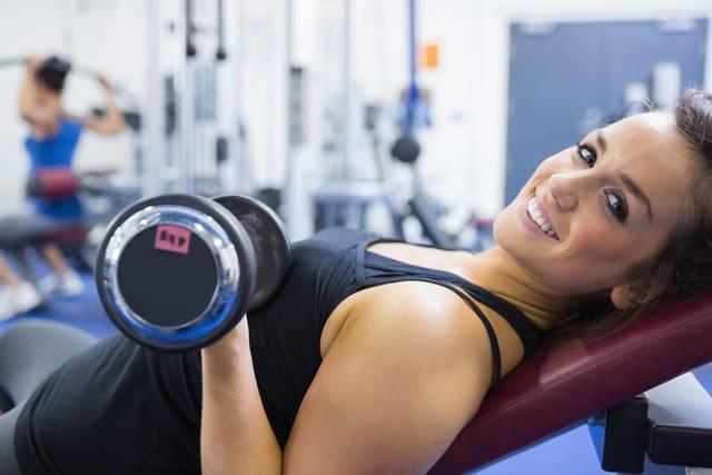 Krafttraining des Oberkörpers fördert eine gesunde Haltung und lässt die Oberkörpermuskulatur langsamer ermüden.