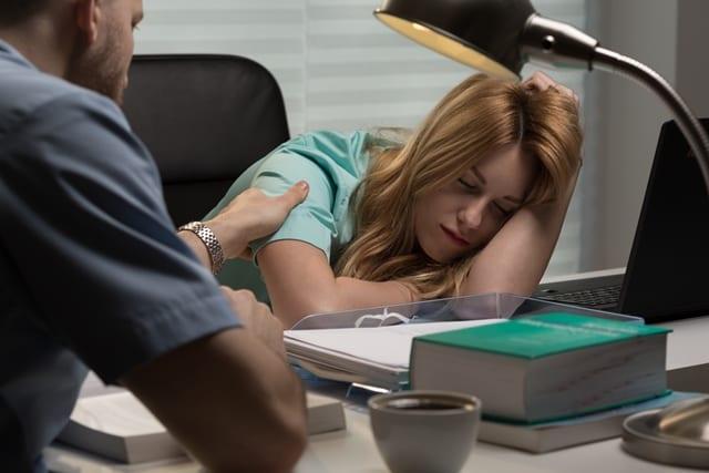 Schichtarbeiter geben überdurchschnittlich oft an. dass diese belastend ist.