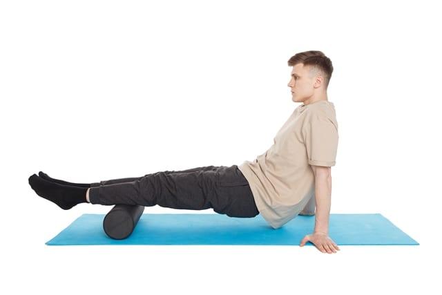Neben der eigentlichen Faszienrollmassage kann man viele Übungen miteinander kombinieren um die eigene Muskulatur zu trainieren.