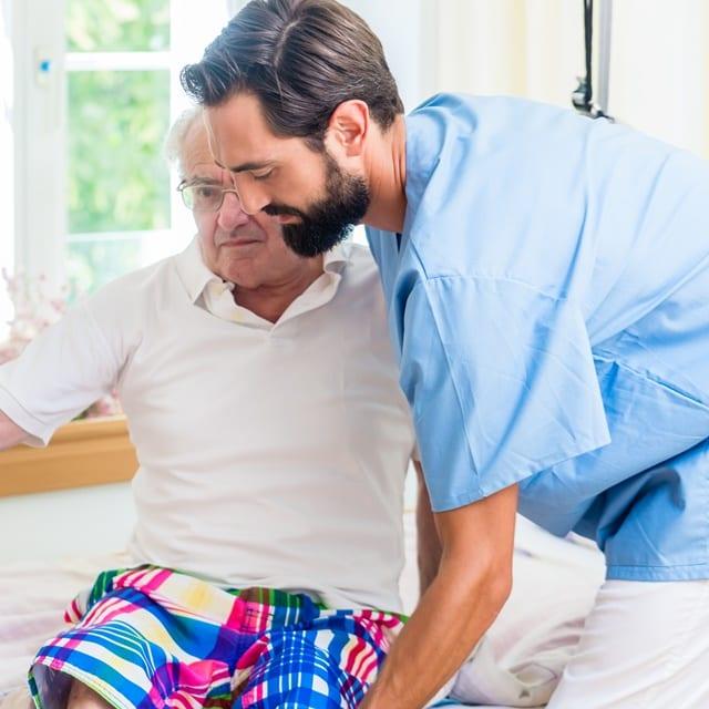Pflegeberufe sind körperlich und geistig sehr anstrengend und führen überdurchschnittlich oft zu Erkrankungen der Mitarbeiter selbst.